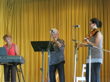 Debbie Sams (keyboard), Norma McDonald (fiddle), Laura Risk (fiddle) at Holy Name Hall, Douglastown Irish Week 2014.