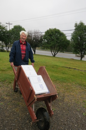 Leo Fitzpatrick hauling tapes to my car before our museum visit (Sept 8, 2016; Photo by Glenn Patterson)